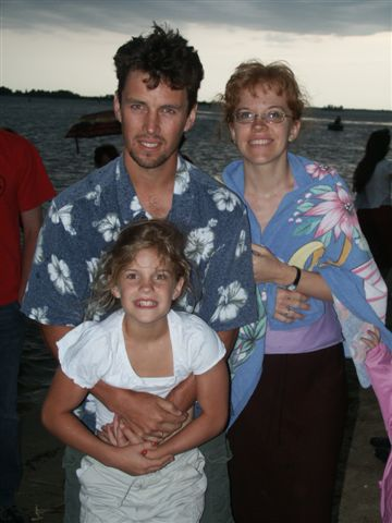 27 may 003 dan and pris with marie at the beach 1802