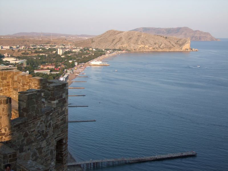 Looking down on the Sudak beach-800